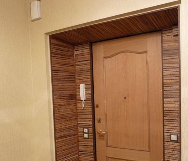 Дверь с панелями