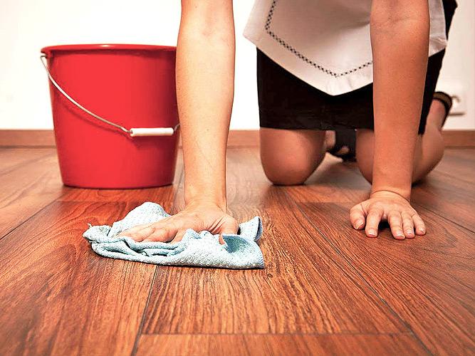 Как и чем лучше мыть деревянные полы