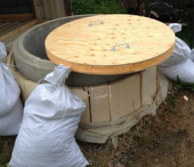Как утеплить колодец из бетонных колец