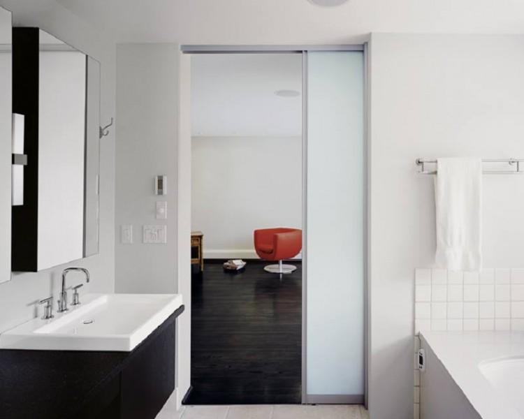 Двери-купе в ванной
