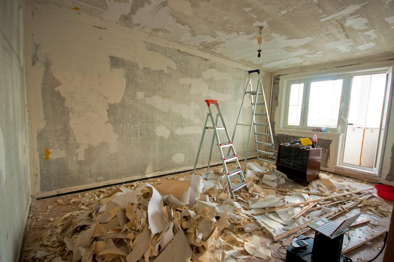 Как быстро снять старые обои со стен проверенные способы