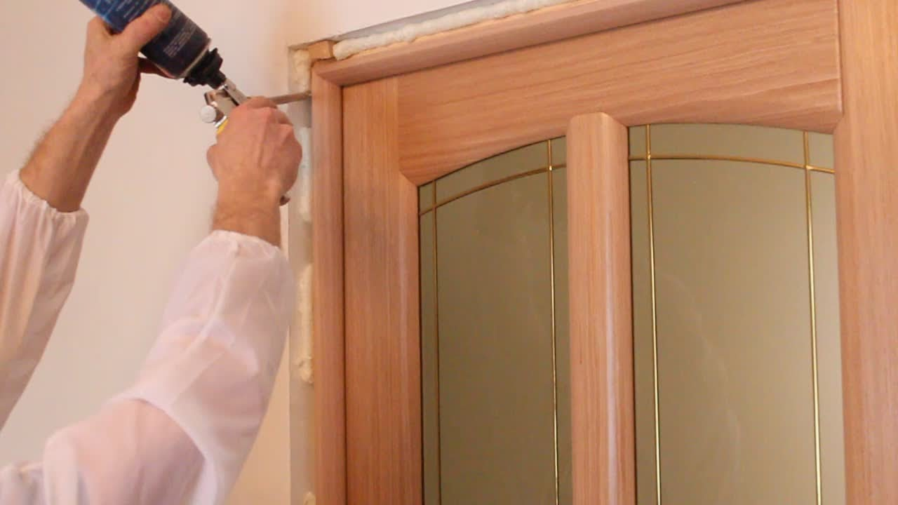 Как установить дверь своими руками фото