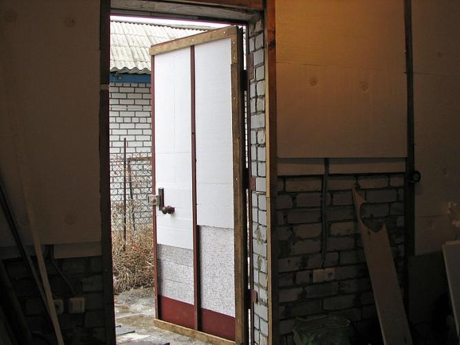 Как утеплить двери гаража