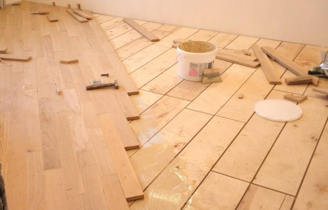 Technology of laying floor plates on plywood