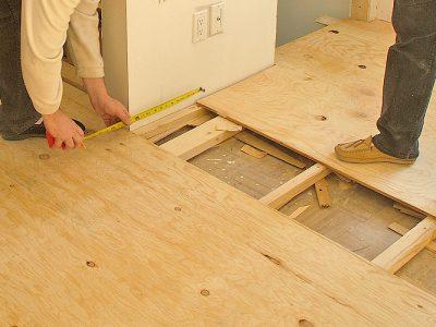 Как укладывать ламинат на неровный деревянный пол
