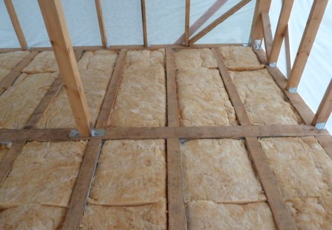 На потолок какой стороной пароизоляция